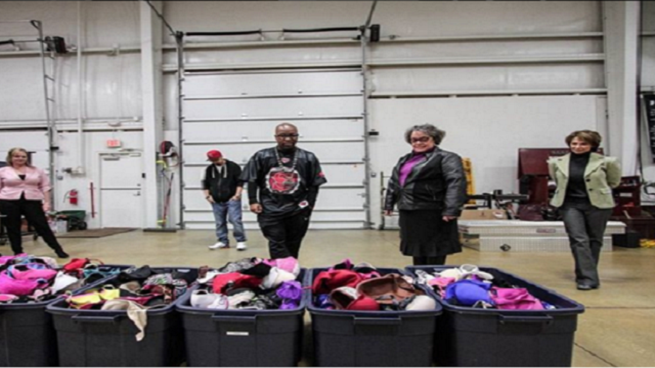 KC rapper Tech N9ne collects bras for a cause