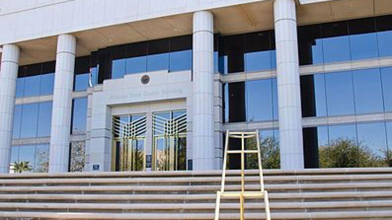 Arizona Supreme Court, Phoenix,_Arizona_-_panoramio_(13).jpg