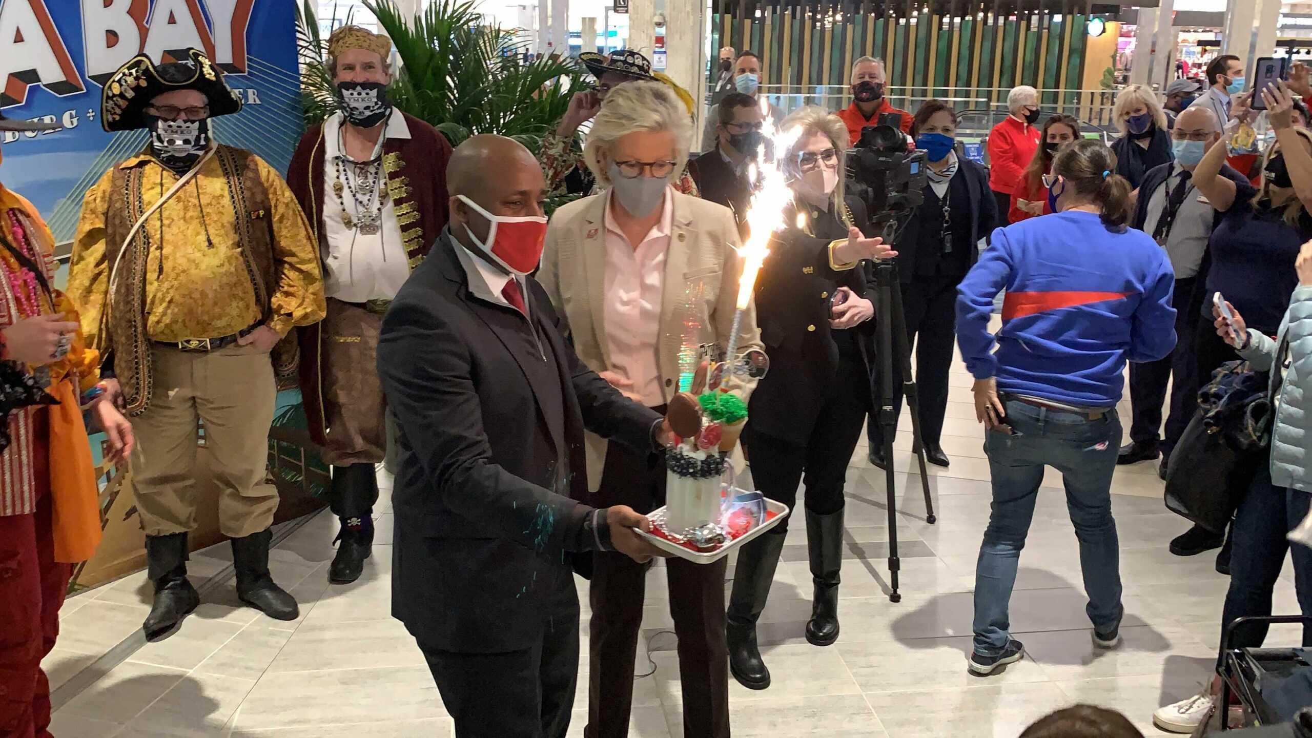 KC Mayor arrives in Tampa TAYLOR VINSON 3.jpg