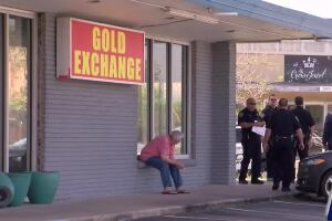 Robbery suspect shot by jewelry store employee