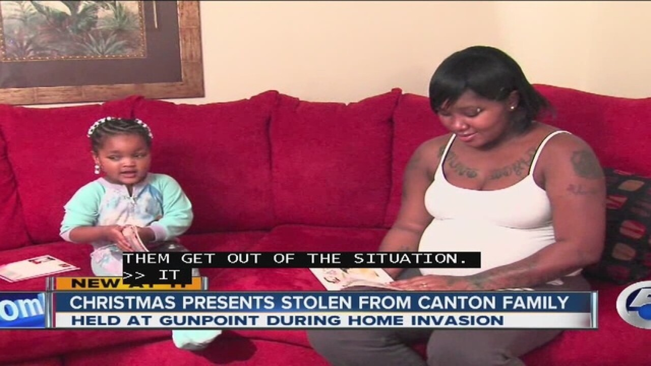 Mom robbed of Christmas gifts in front of kids
