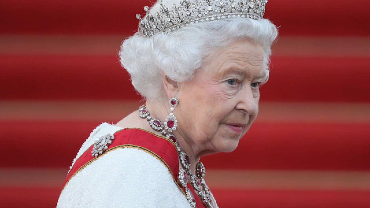 'Heavy cold' keeps Queen Elizabeth from New Year's Day service