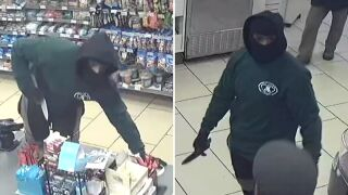 Knife-wielding man attempts to rob Brooklyn 7-Eleven
