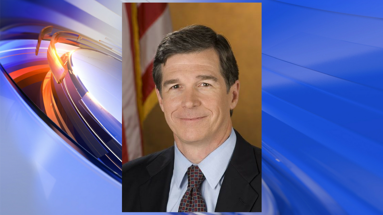 North Carolina state legislators hold special session about Roy Cooper