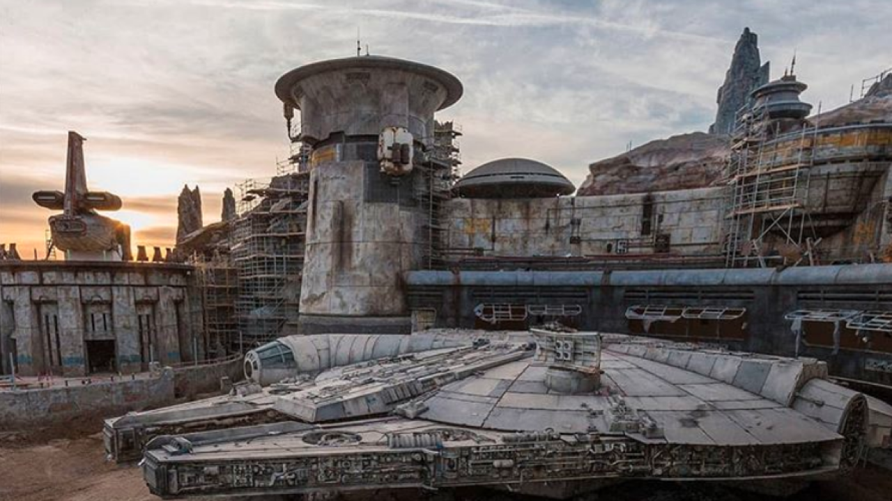 millennium falcon disneyland star wars galaxy's edge