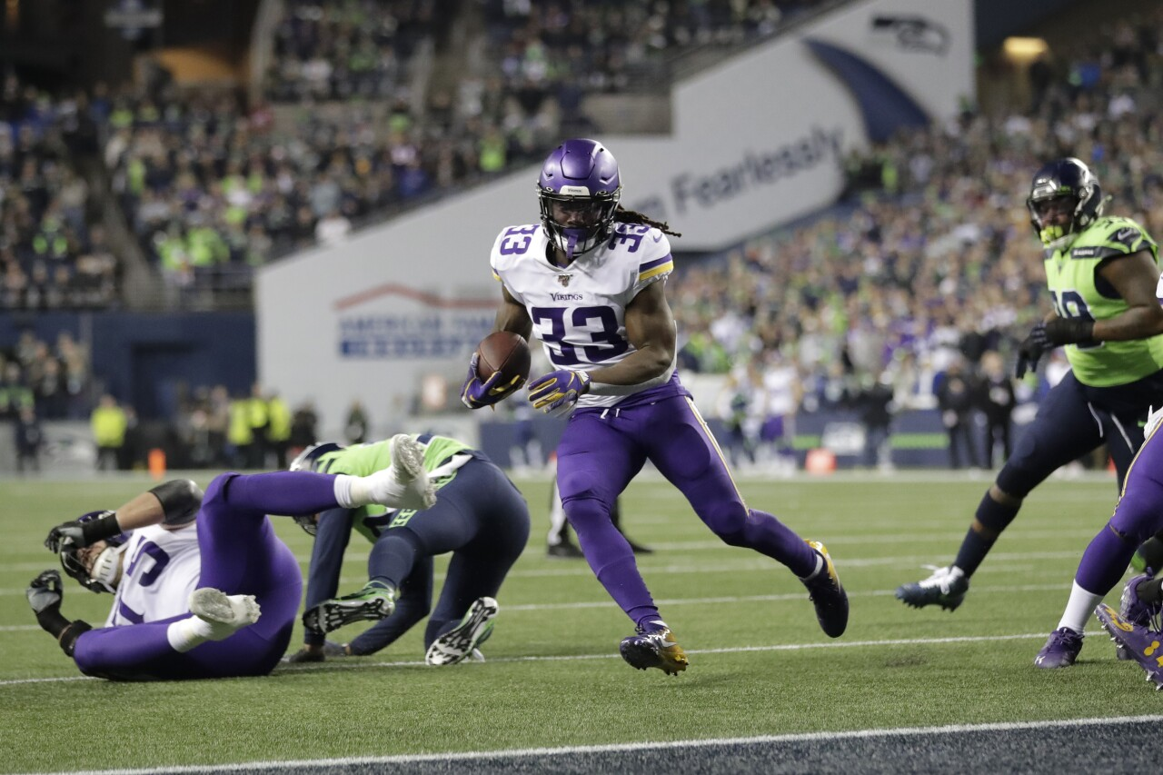 Minnesota Vikings running back Dalvin Cook scores TD vs Seattle Seahawks in 2019