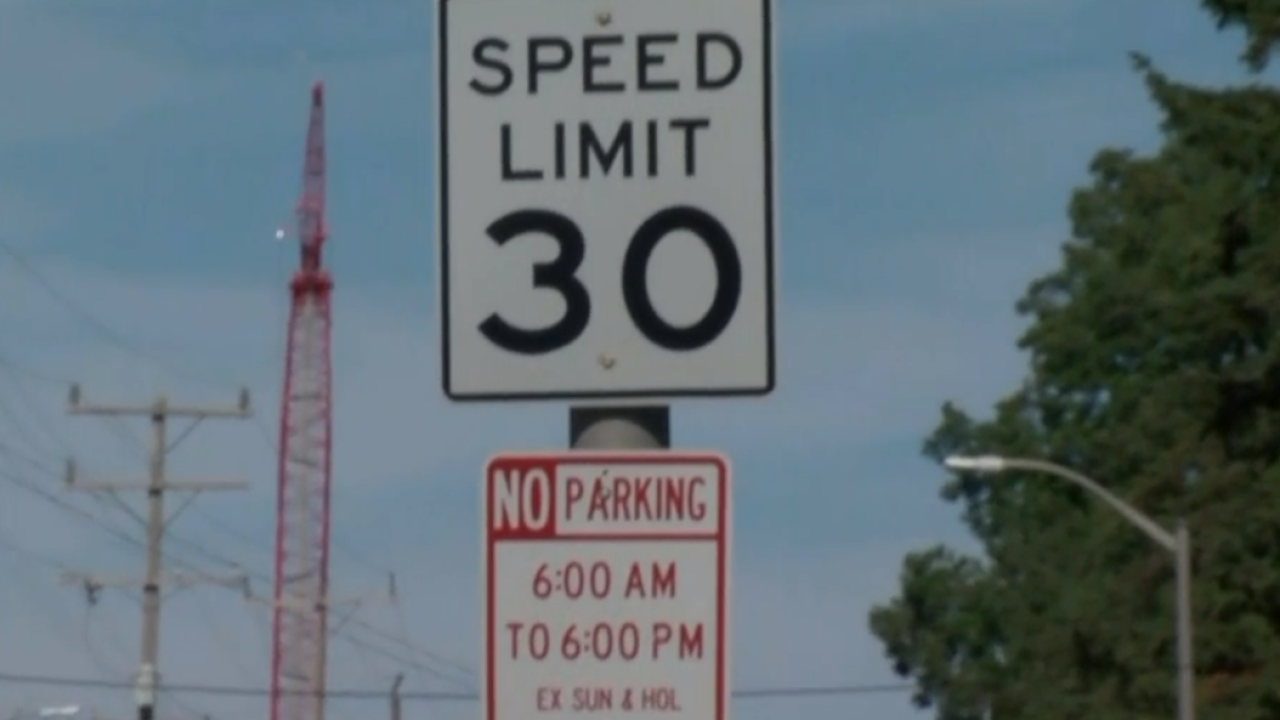 30 mph speed limit sign in Racine