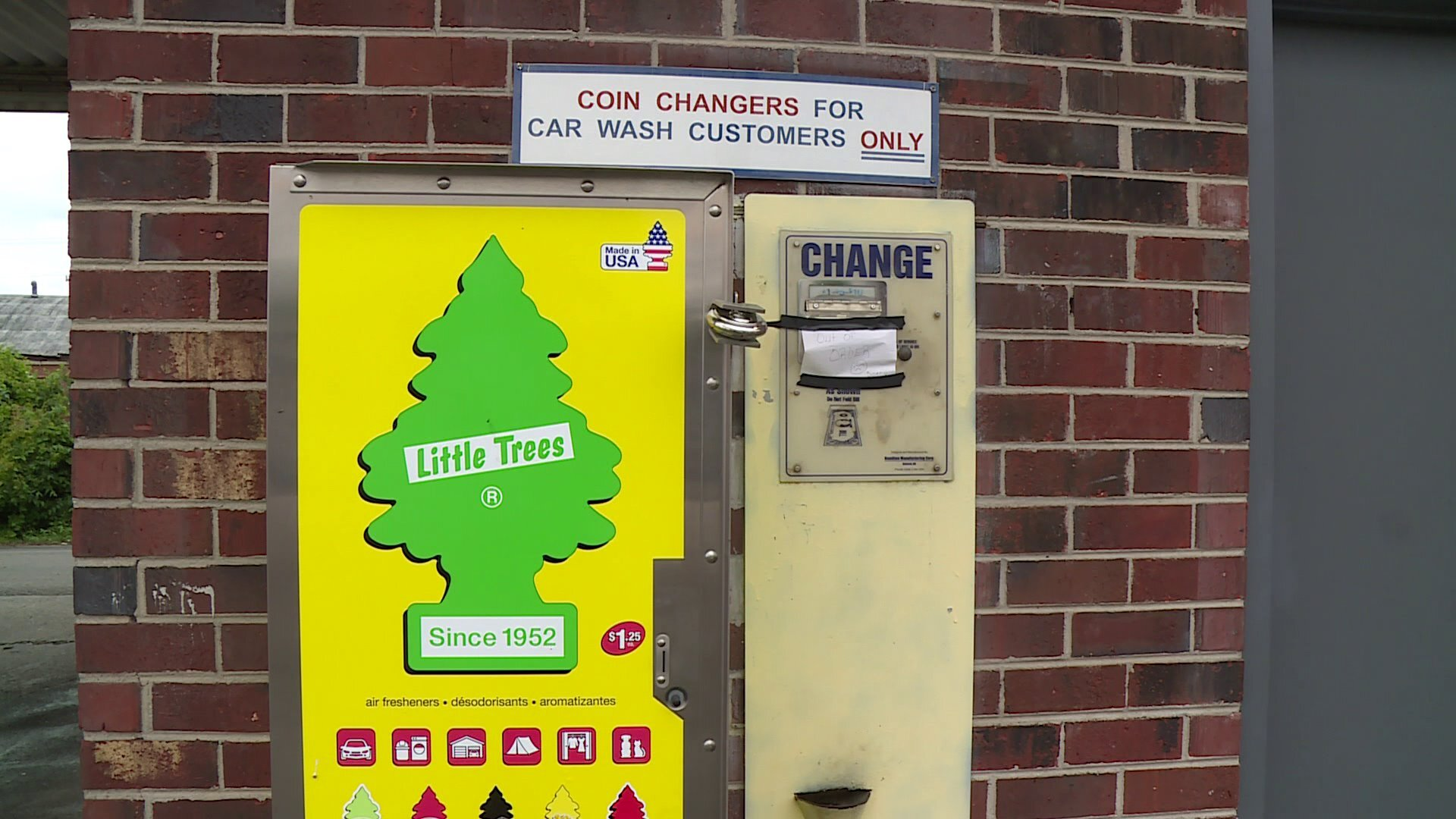 Photos: Hundreds of quarters stolen from car wash changemachine