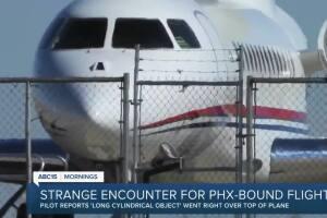 Strange encounter for Phx-bound flight