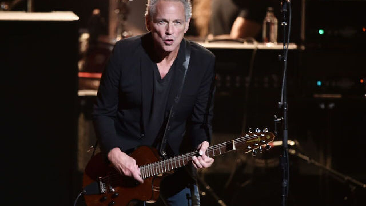 Lindsey Buckingham departs Fleetwood Mac