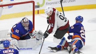 Varlamov, Lee lead Islanders to 1-0 win over Avalanche