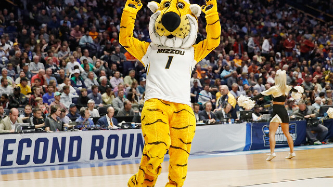 Missouri uses the 3-ball to beat Oral Roberts 80-64
