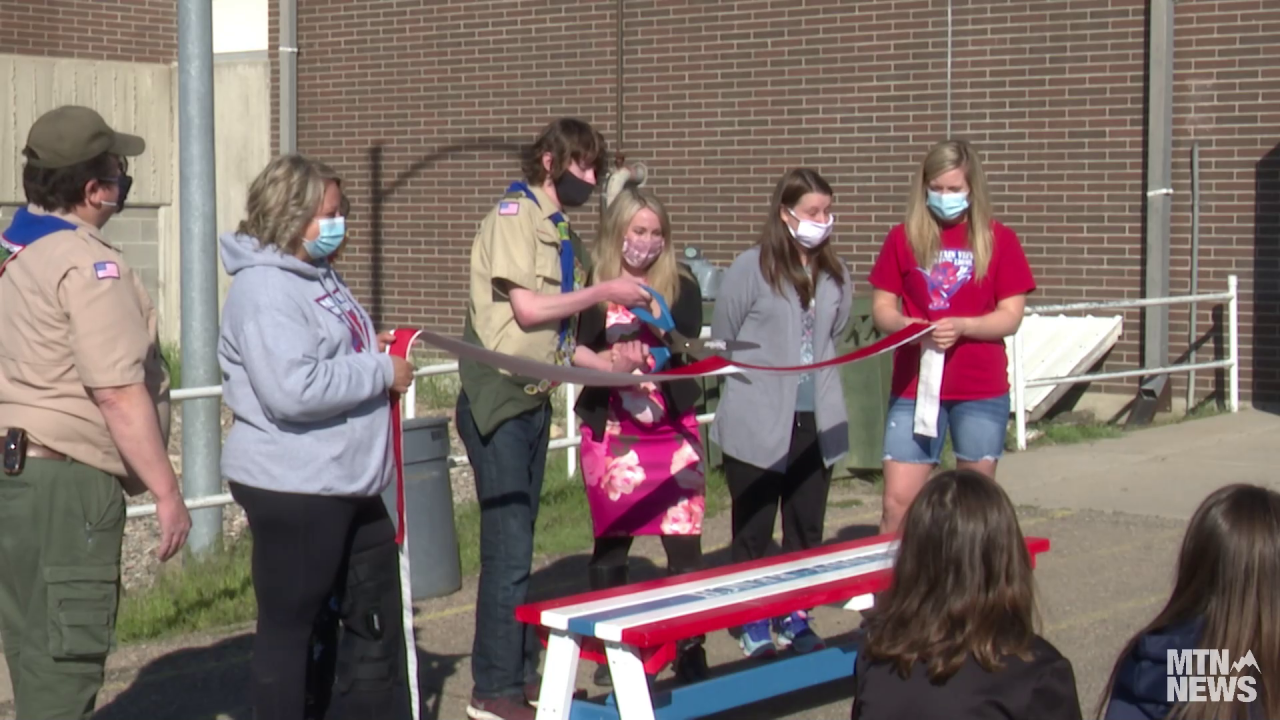 """Eagle Scout project provides Mountain View school with """"buddy benches"""""""