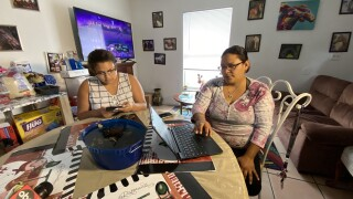Family-using-free-internet-through-Wimauma-Connects