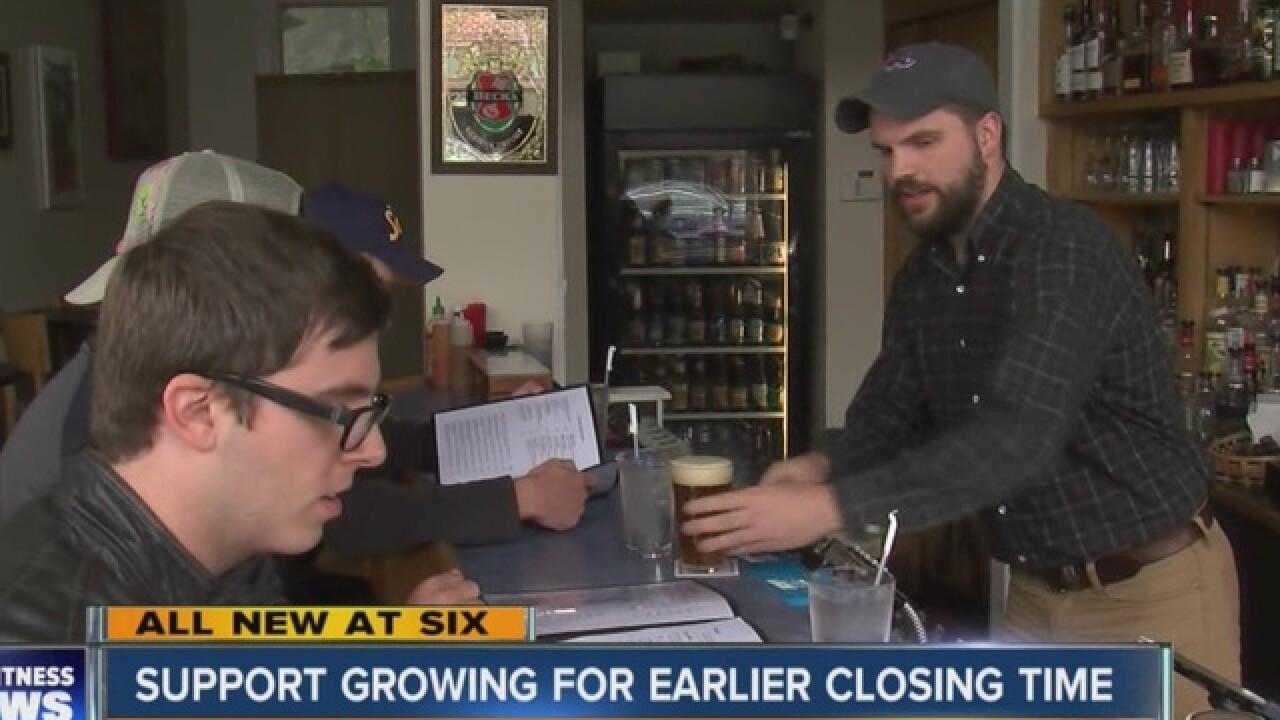 Survey: Majority support closing bars at 2 a.m.