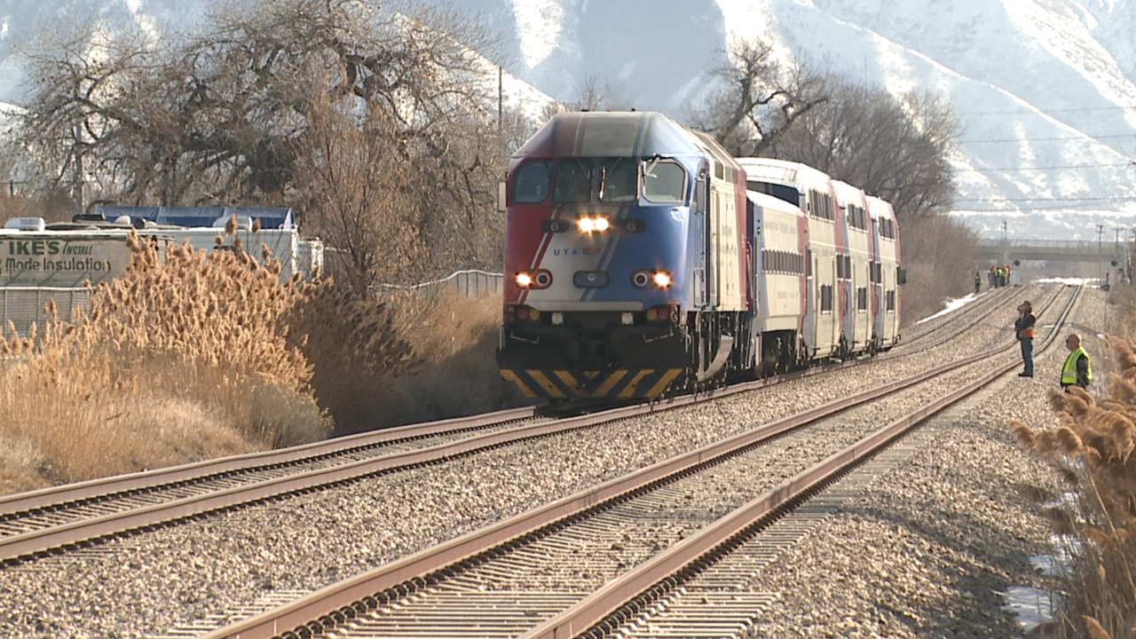 Pedestrian hit, killed by FrontRunner train in Utah County