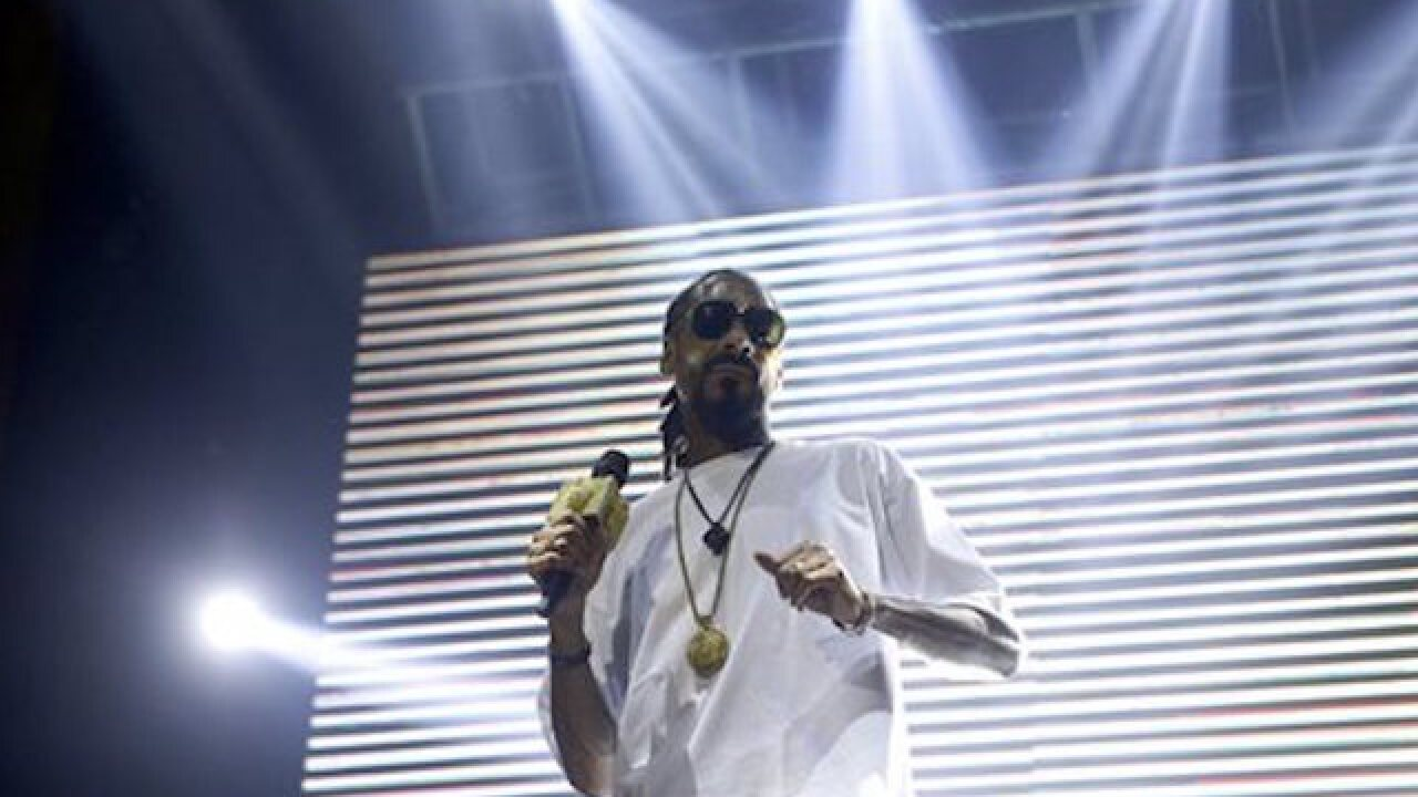 Snoop Dogg to host game to help Flint