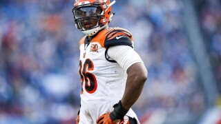 Carlos Dunlap participates in Bengals camp after skipping OTAs