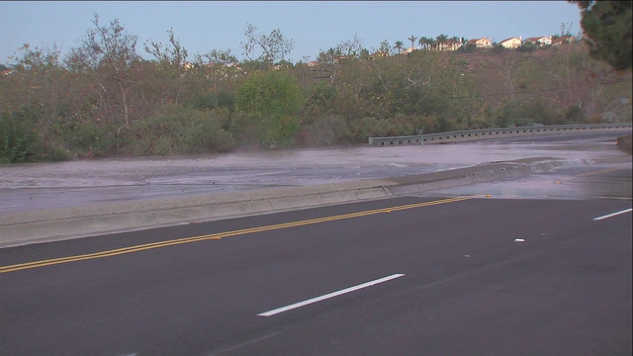 Pipe break shuts down Mira Mesa roadway
