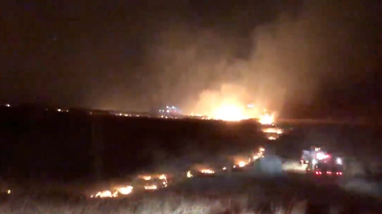 Fire burns between 20 and 100 acres near Elmo