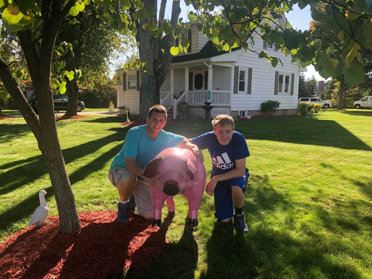 The Kelleys with their pig