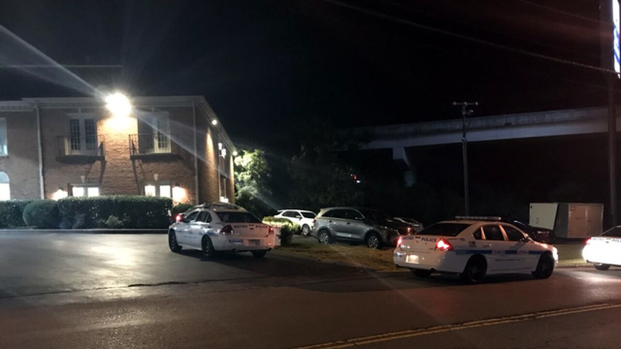 3 Robbed At Brentwood Hotel