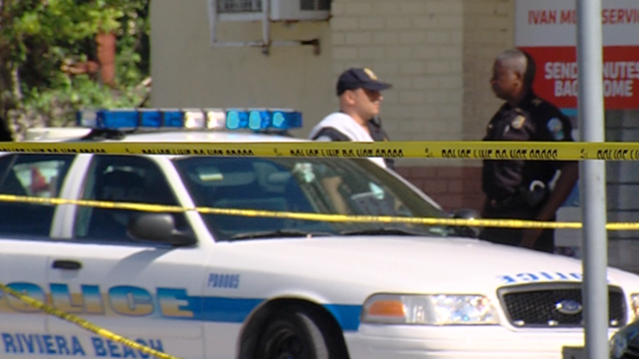 25-year-old man dead, woman hurt in Riviera Beach double shooting