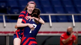 USWNT rebounds from loss with 6-1 win over New Zealand