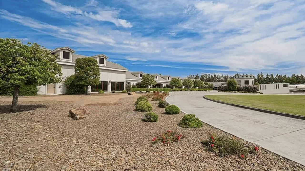 Wayne Newton's former home, Casa De Shenandoah, available for $29 million