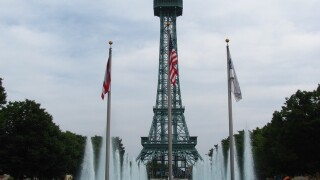 Kings Island closes early over suspicious item