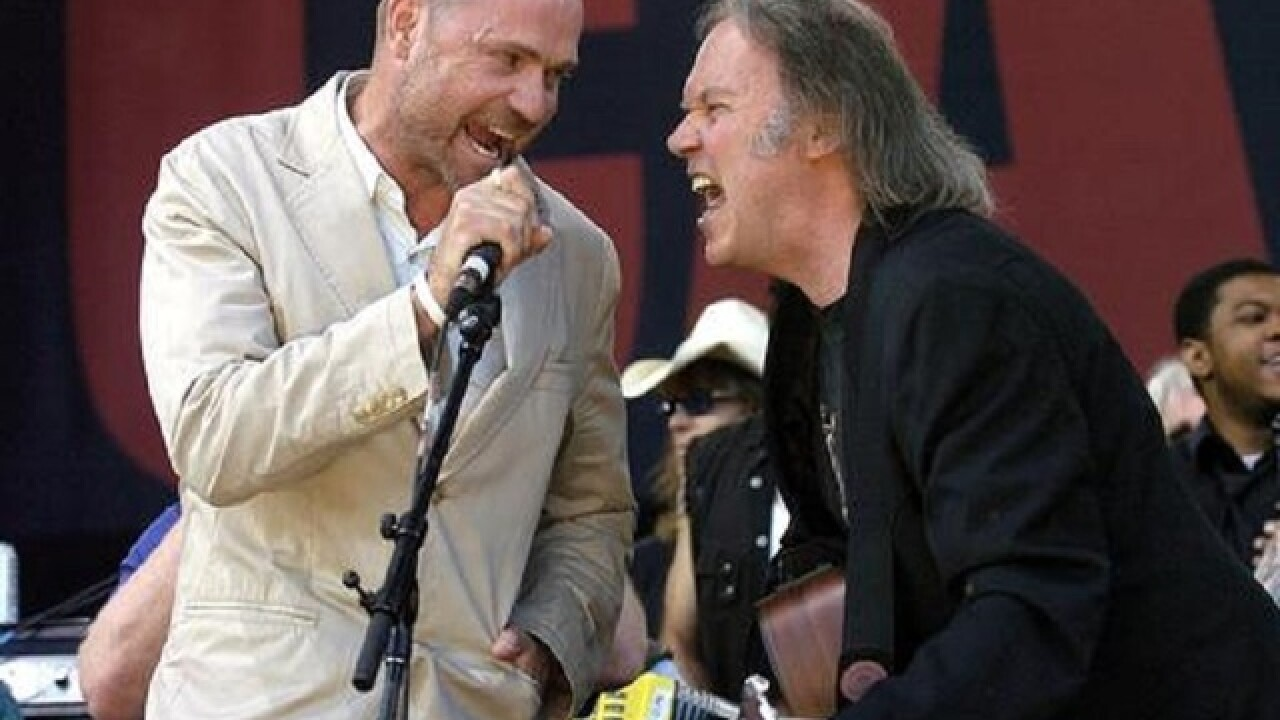 Tragically Hip singer diagnosed with cancer