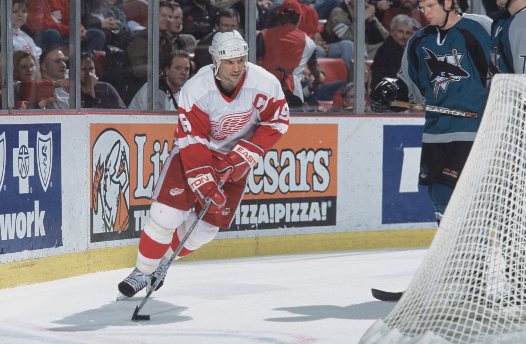 Steve Yzerman controls the puck behind the net
