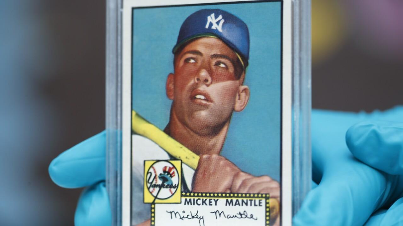 1952 Topps Mickey Mantle baseball card, r m