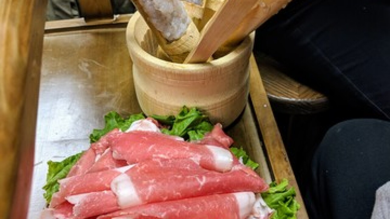 Here's a chance to try authentic hot pot cuisine
