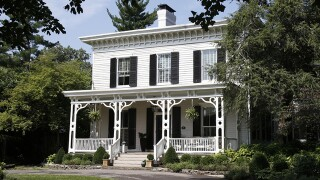 Home Tour: New Terrace Park family modernizes heavily Victorian decor of historic 'Gravelotte'