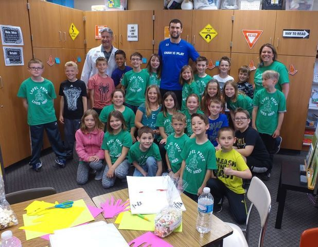 Andrew Luck surprises Lapel Elementary class for winning Riley Children's health challenge