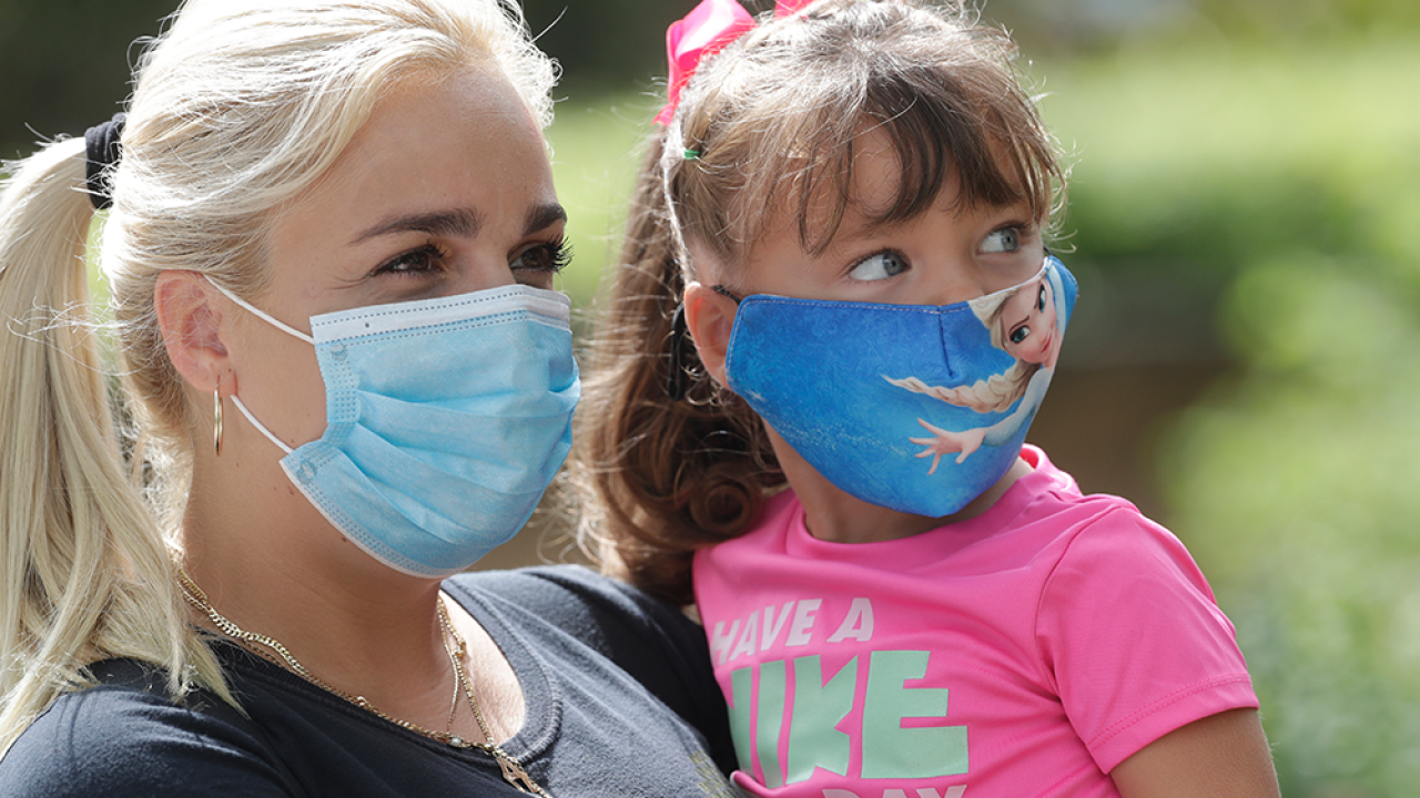 face-masks-in-Florida-APIMAGES.png