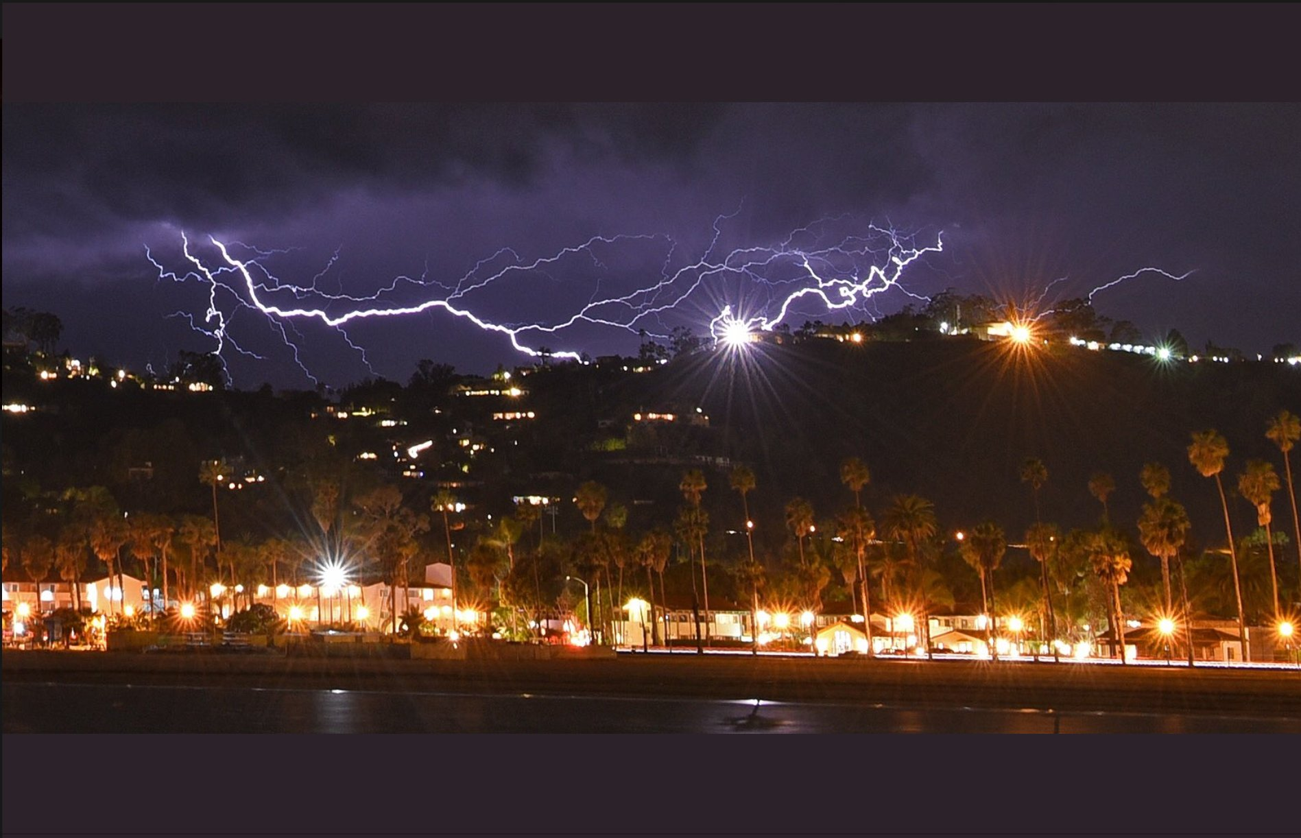 Watch southern california sky lights up as lightning strikes 2200 times in 5 hours